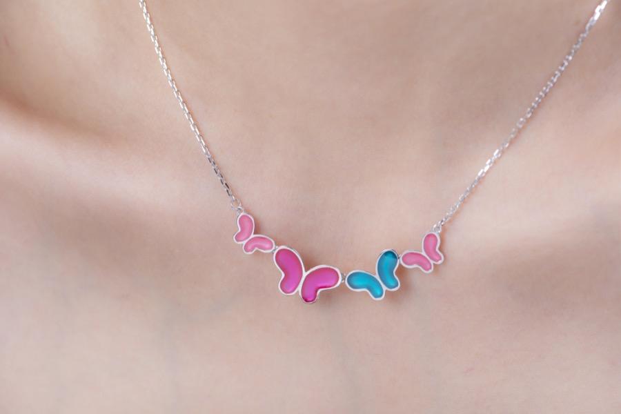 Alterfly-necklace-wear-01