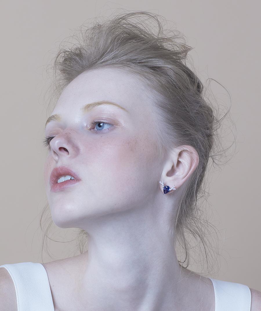 Deer Luna earring blue L2